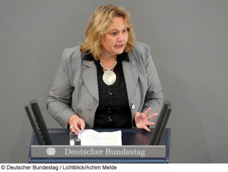 Kerstin Tack redet im Deutschen Bundestag / (c) Deutscher Bundestag / Lichblick/Achim Melde