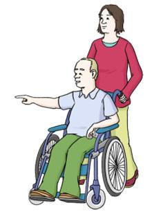 Eine Frau schiebt einen Mann im Rollstuhl