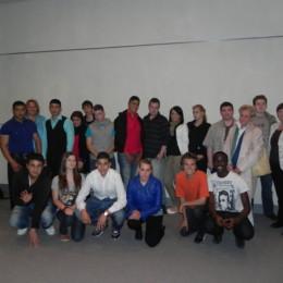 Gruppenfoto von Kerstin Tack mit Schülerinnen und Schülern der Ada-Lessing-Schule aus Hannover