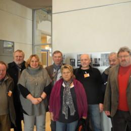 Gruppenfoto der Besucherinnen und Besucher aus Hannover und Kerstin Tack