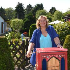 Kerstin Tack bei einem ihrer Kleingartenbesuche