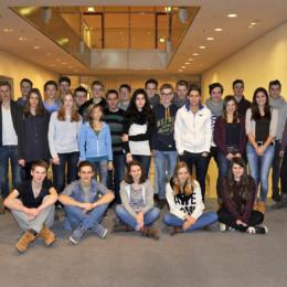 Gruppenfoto der Schülerinnen und Schüler im Reichstagsgebäude