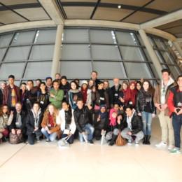 Bild zeigt Kerstin Tack und die internationale Besuchergruppe auf der Fraktionsebene des Deutschen Bundestages
