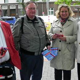 Kerstin Tack am Stand des SPD-Ortsvereins Vahrenwald auf dem Jahnplatz