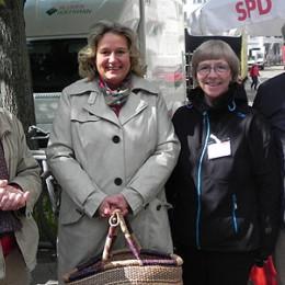Kerstin Tack am Stand des SPD-Ortsvereins List-Süd auf dem Moltkeplatz