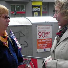 Kerstin Tack im Gespräch auf dem Moltkeplatz
