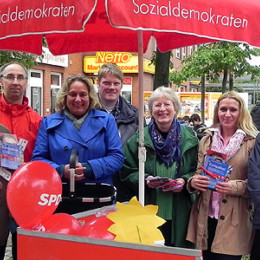 Kerstin Tack am Infostand des SPD-Ortsvereins Vahrenheide-Sahlkamp