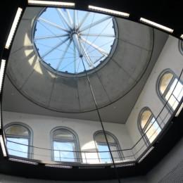 Fotografie in den Turm mit Glasdecke